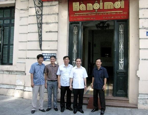 Đồng chí Phạm Xuân Bình, Phó Giám đốc CATP Hà Nội thăm, chúc mừng