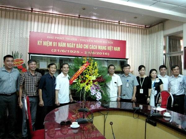 Đồng chí Phạm Xuân Bình, Phó Giám đốc CATP Hà Nội thăm, chúc mừng tập thể lãnh đạo, cán bộ Đài PT&TH Hà Nội