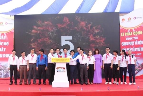 Đại diện ban tổ chức, các vị đại biểu ấn nút khởi động Cuộc thi