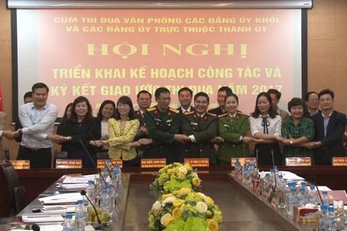 Các đơn vị trong Cụm thi đua Văn phòng các Đảng ủy khối và các Đảng ủy trực thuộc Thành ủy Hà Nội ký kết giao ước thi đua năm 2017