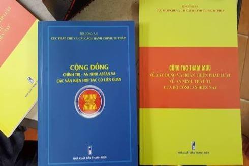 Hai đầu sách mới được phát hành