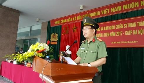 Đại tá Đoàn Ngọc Hùng, Phó Giám đốc CATP Hà Nội biểu dương các đơn vị hoàn thành chương trình huấn luyện đúng thời hạn, đảm bảo chất lượng