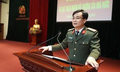 Thượng tá, TS Vũ Huy Khánh, Phó Cục trưởng Cục Pháp chế và cải cách hành chính tư pháp, Bộ Công an trực tiếp truyền đạt những nội dung cơ bản của hai luật