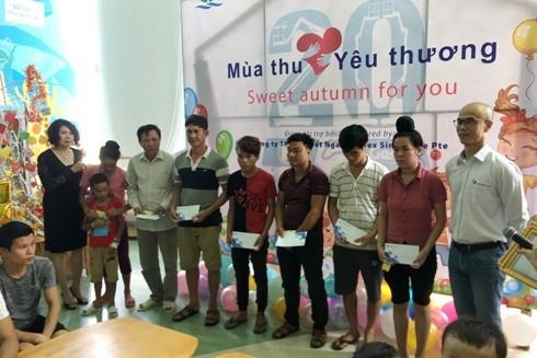 Tập đoàn Terex và Công ty TNHH Tuyết Nga trao quà cho các gia đình bệnh nhi có hoàn cảnh khó khăn