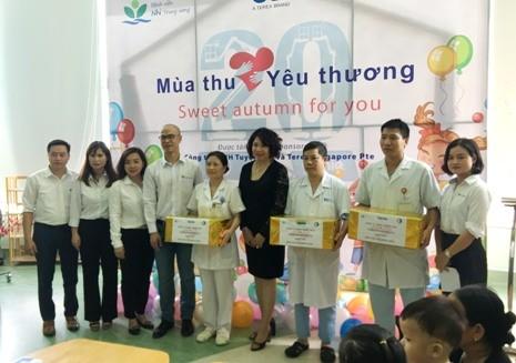 Tập đoàn Terex và Công ty TNHH Tuyết Nga trao cho bệnh viện 3 máy bơm tiêm điện