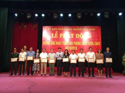 Nhiều tập thể, cá nhân thuộc quận Cầu Giấy đã được khen thưởng