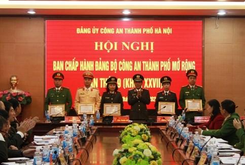 Đảng uỷ CATP khen thưởng cho các đảng bộ, chi bộ cơ sở trực thuộc đạt danh hiệu Hoàn thành xuất sắc nhiệm vui năm 2019