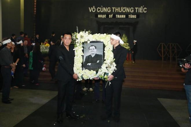 Chùm ảnh tiễn nhạc sĩ Thanh Tùng về nơi yên nghỉ cuối cùng ảnh 2