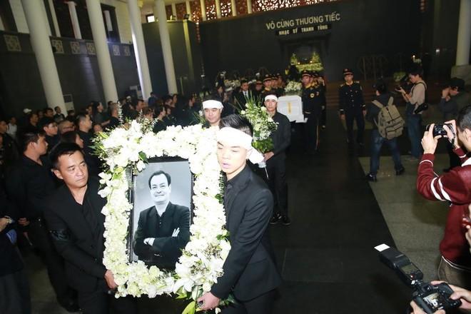 Chùm ảnh tiễn nhạc sĩ Thanh Tùng về nơi yên nghỉ cuối cùng ảnh 3