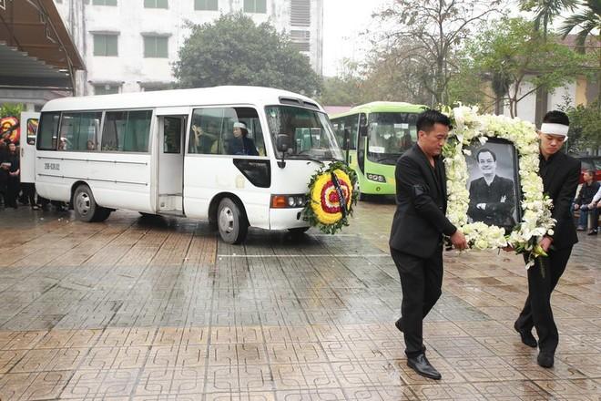 Chùm ảnh tiễn nhạc sĩ Thanh Tùng về nơi yên nghỉ cuối cùng ảnh 8
