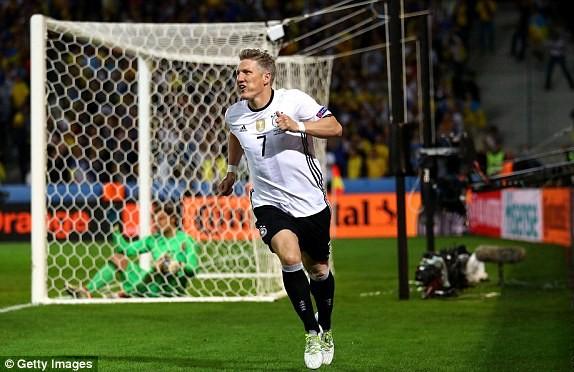 Schweinsteiger ấn định thắng lợi 2-0 cho Đức