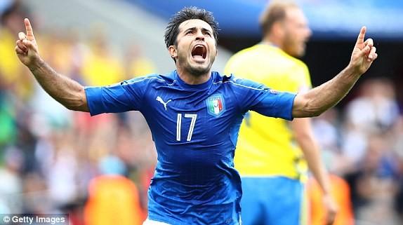 Eder sắm vai người hùng cho Italia ở trận này