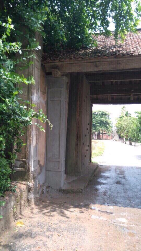 Đã khắc phục xong sự cố nứt cổng làng Đường Lâm