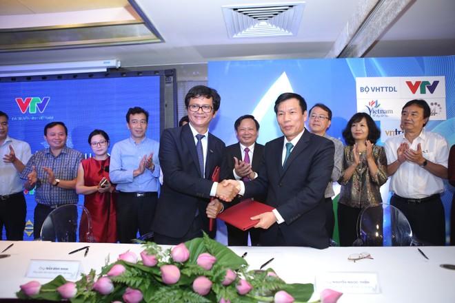 Bộ trưởng Bộ VHTT&DL Nguyễn Ngọc Thiện và Tổng Giám đốc Đài THVN Trần Bình Minh ký thỏa thuận hợp tác
