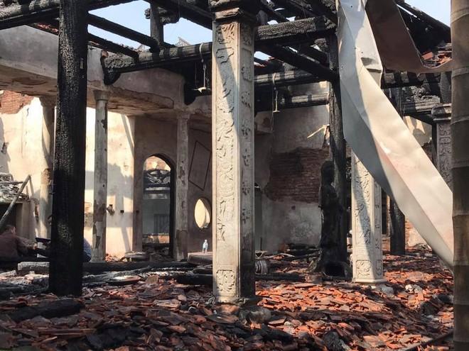 Nhà tổ chùa Tĩnh Lâu sau đám cháy