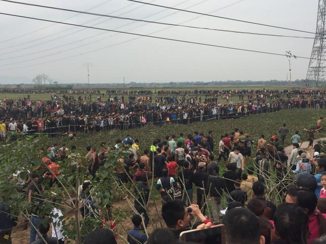 Cả nghìn thanh niên lao vào cướp phết gây ra cảnh hỗn loạn