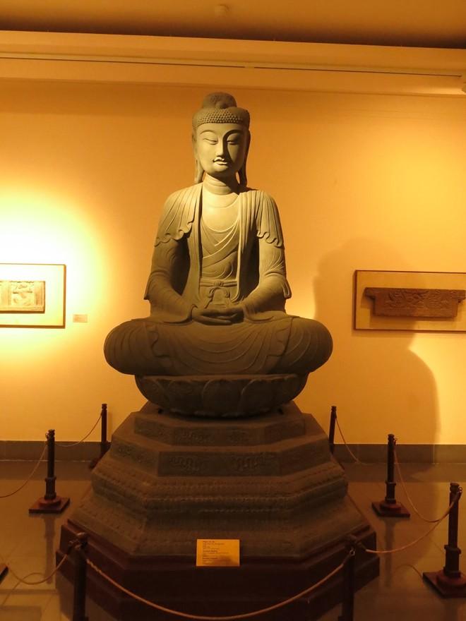 Phiên bản tượng Adiđà đang được trưng bày tại Bảo tàng Mỹ thuật Việt Nam