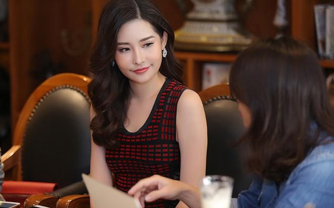Tân Hoa hậu Đại dương trong một lần gặp gỡ báo chí