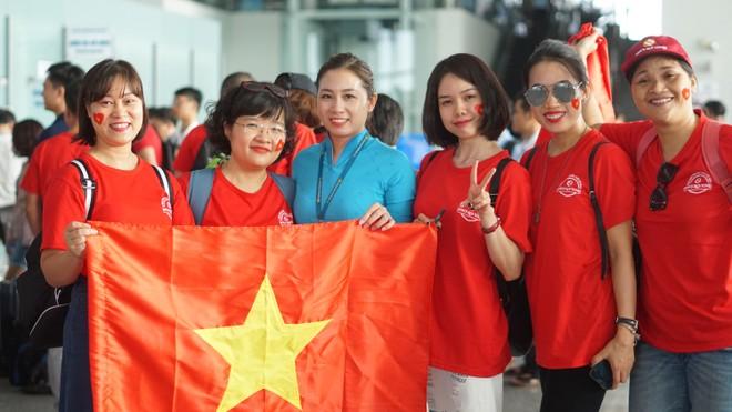 """Tour """"tiếp lửa"""" cho Olympic Việt Nam đắt khách"""