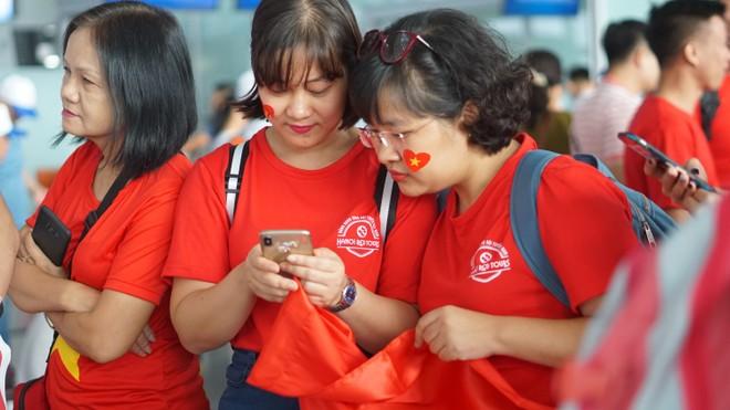 Sáng nay 27-8, đông đảo người hâm mộ Việt Nam đã lên đường sang Indonesia cổ vũ cho các chàng trai của đội tuyển bóng đá nam