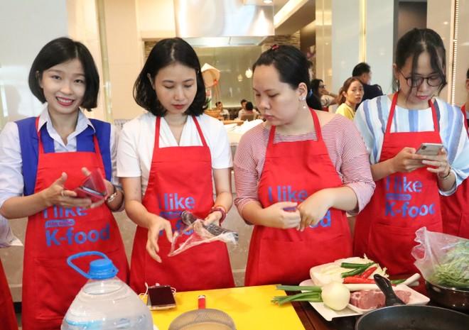 Đầu bếp nổi tiếng Hàn Quốc đến Việt Nam dạy nấu ăn