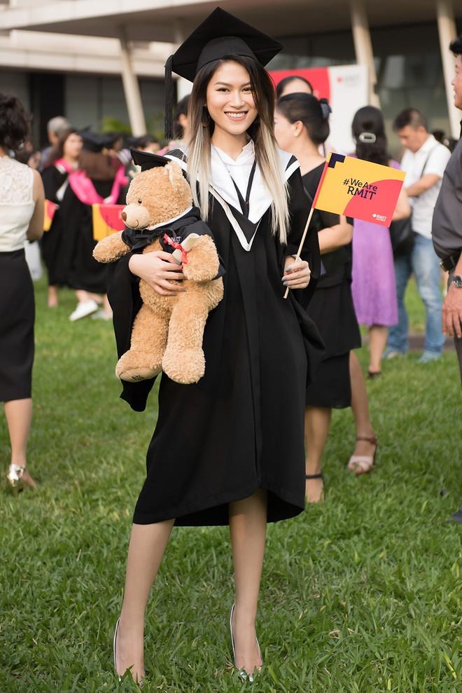 Diễn viên Ngọc Thanh Tâm nhận bằng tốt nghiệp loại giỏi trường đại học quốc tế