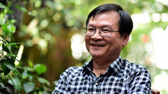 """""""Cảm ơn người lớn"""" được nhà văn Nguyễn Nhật Ánh đặt bút viết đúng sau 10 năm ra đời """"Cho tôi xin một vé đi tuổi thơ""""– cuốn sách bán chạy tới nay đã in 400.000 bản."""