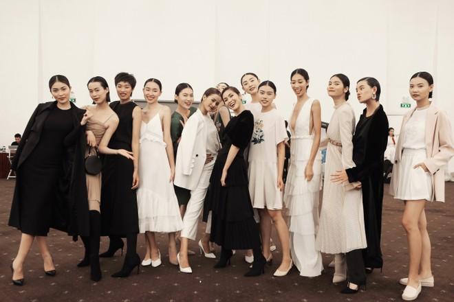 Tăng Thanh Hà tái xuất với vai trò nhà thiết kế thời trang ảnh 5