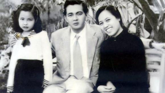 Nhạc sĩ Đoàn Chuẩn cùng vợ và con gái