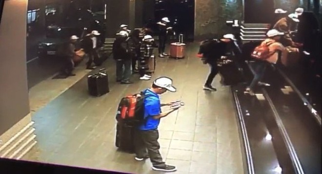 Hình ảnh một số du khách người Việt trước khi mất tích qua camera giám sát của khách sạn. Ảnh: Apple Daily.