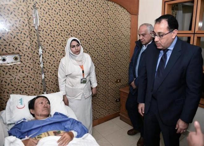 Thủ tướng Ai Cập Moustafa Madbouly đã đến thăm các du khách Việt Nam bị thương trong vụ đánh bom cách kim tự tháp Giza 4km