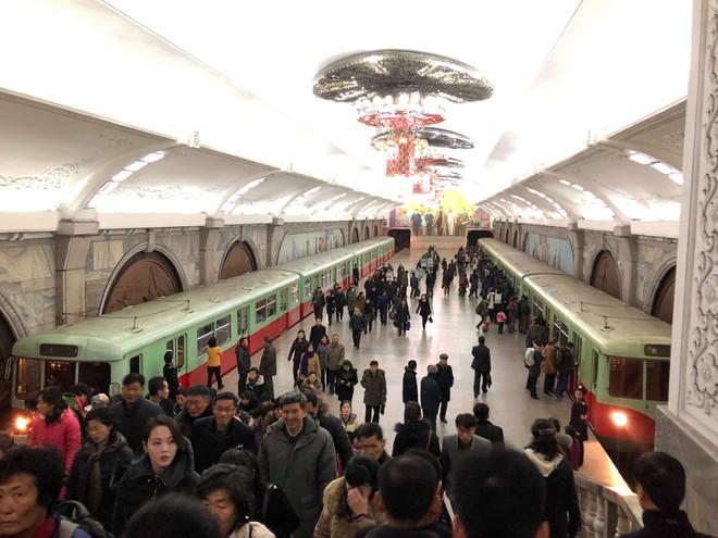 Ga tàu điện ngầm ở Triều Tiên (ảnh: HanoiRedtours)