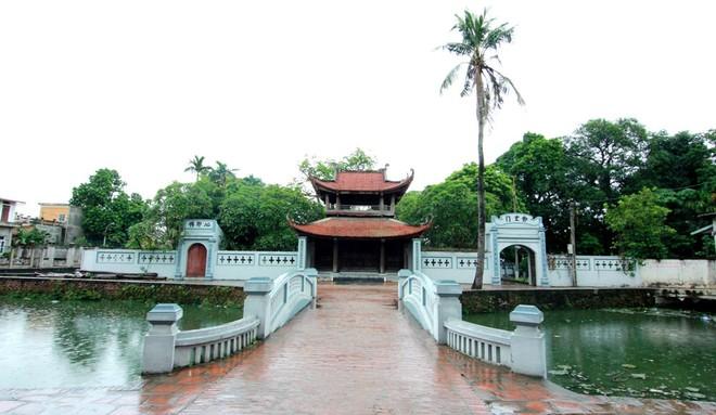 Cỗng cũ chùa Bối Khê nay đã bị đập bỏ để thay vào đó là cổng mới (Ảnh: Hồ Hạ)