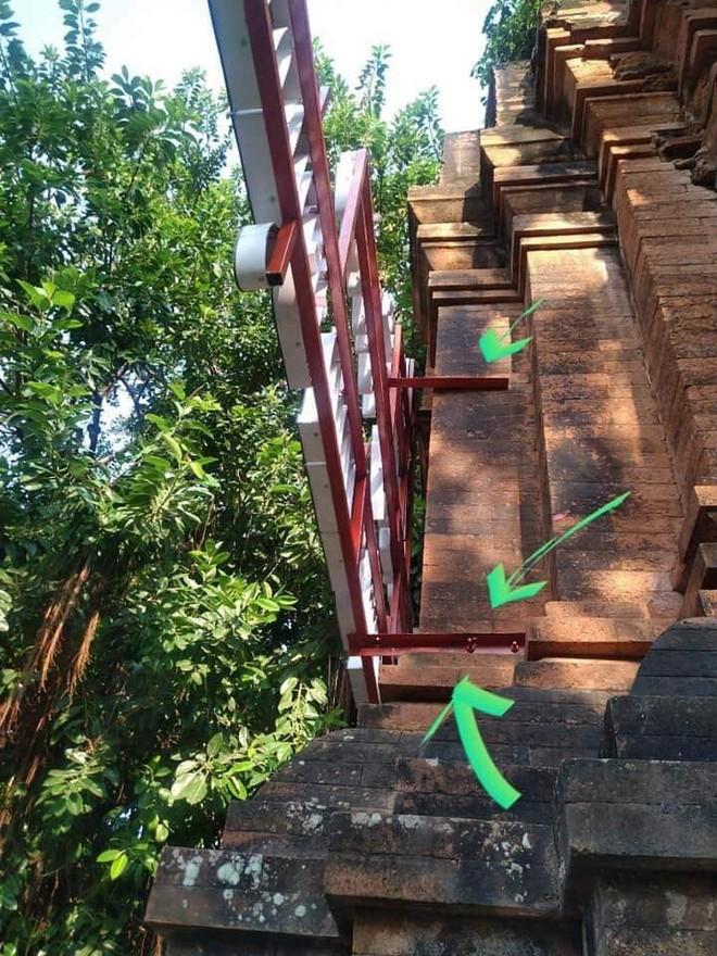 Khoan, bắt vít khung thép vào tháp Chăm, Bộ VHTT&DL yêu cầu Bình Định bảo vệ di sản