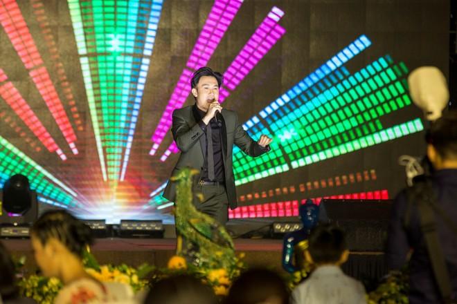 Dương Triệu Vũ trình bày 2 nhạc phẩm: 60 năm cuộc đời, Lời yêu thương.