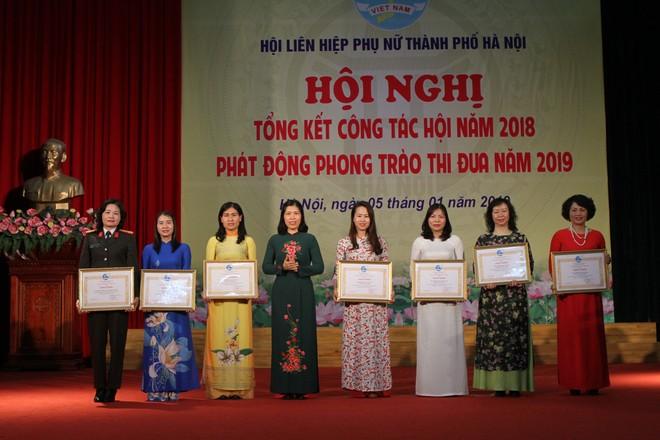 Hội Phụ nữ CATP nhận Bằng khen của TW Hội LHPN Việt Nam tổng kết công tác năm 2018