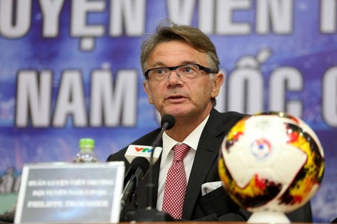 HLV Troussier tỏ ra khá am hiểu bóng đá Việt Nam sau 1 năm làm Giám đốc kỹ thuật cho Trung tâm PVF (Ảnh: Vũ Vy)
