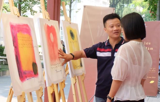 Một cuộc triển lãm nhỏ, bên lề cuộc tọa đàm đã được tổ chức