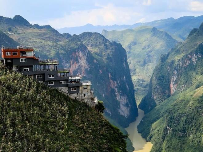 Quán cafe Panorama xây dựng không phép trên đỉnh Mã Pì Lèng sẽ phải tháo dỡ và chỉnh trang cho phù hợp với cảnh quan thiên nhiên di sản Công viên địa chất Cao nguyên đá