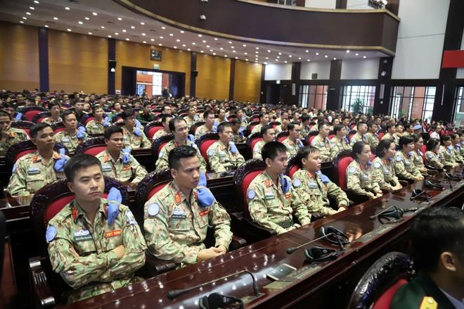 63 cán bộ, nhân viên của Bệnh viện Dã chiến cấp 2 số 2 được huấn luyện theo quy trình chuẩn của Liên hợp quốc (Ảnh: Trần Thường)