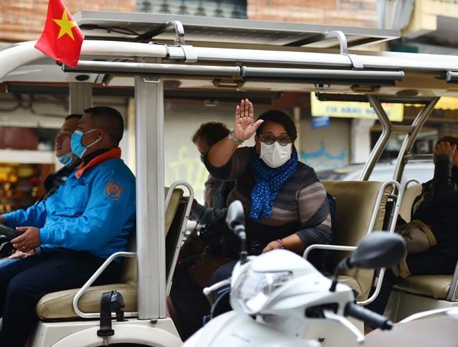 Sau khi Việt Nam kiểm soát tốt dịch bệnh, lượng khách bắt đầu phục hồi khoảng 50-70% so với khi chưa có dịch (Ảnh Lam Thanh)