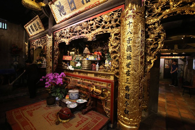 """Độc đáo khám thờ gỗ thếp vàng 400 năm tuổi có hình dáng như """"một toà lâu đài"""""""