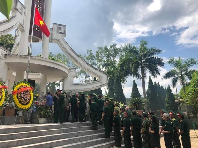 Lễ dâng hương được thực hiện trang trọng tại Nghĩa trang liệt sĩ Vị Xuyên- Hà Giang