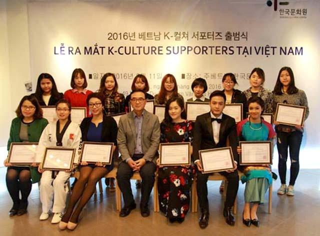 Nghệ sỹ piano Trang Trịnh cùng nhiều nhân vật nổi tiếng cũng góp mặt trong Nhóm đại diện quảng bá văn hóa Hàn Quốc tại Việt Nam