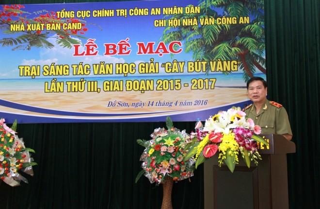 Trung tướng Nguyễn Xuân Mười, Phó Tổng cục trưởng Tổng cục Chính trị CAND phát biểu tại lễ bế mạc