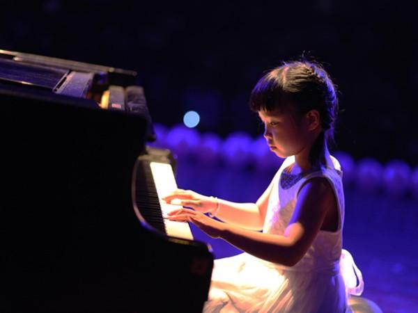 Đêm nhạc có sự góp mặt của các em nhỏ đang theo học tại Học viện Âm nhạc Quốc gia Việt Nam