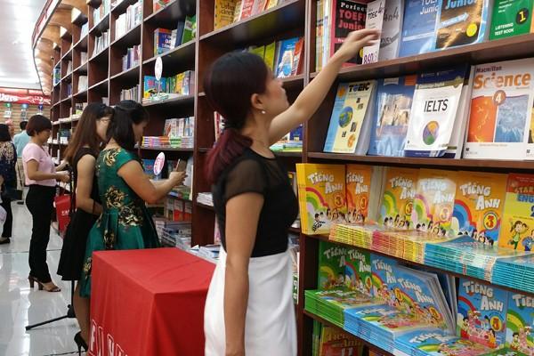 Nhân dịp khai trương, khách hàng sẽ được hưởng nhiều ưu đãi khi đến với nhà sách Fahasa Long Biên