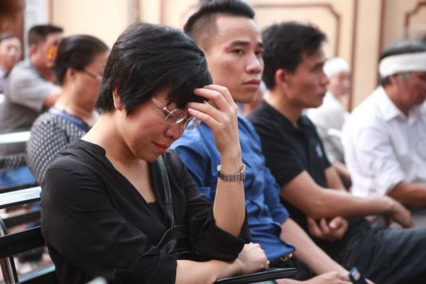 MC Thảo Vân không kìm được nước mắt