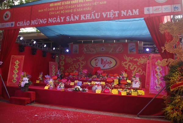 Bàn thờ giỗ tổ ngành sân khấu Việt Nam