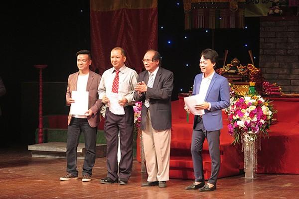 GS Hoàng Chương trao quyết định thành lập Trung tâm Xúc tiến, Quảng bá di sản văn hóa phi vật thể Việt Nam